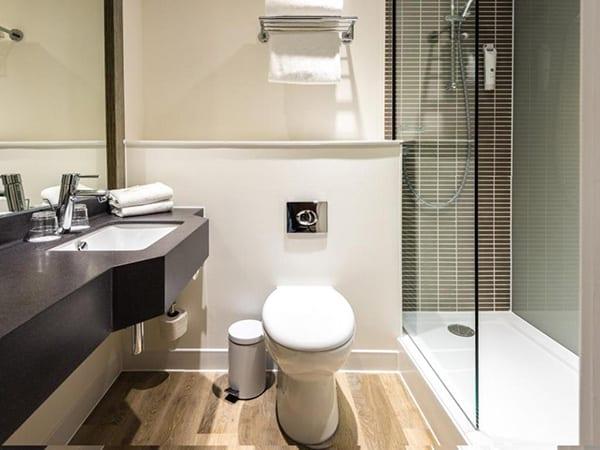 Holiday Inn Brighton Seafront Bathroom