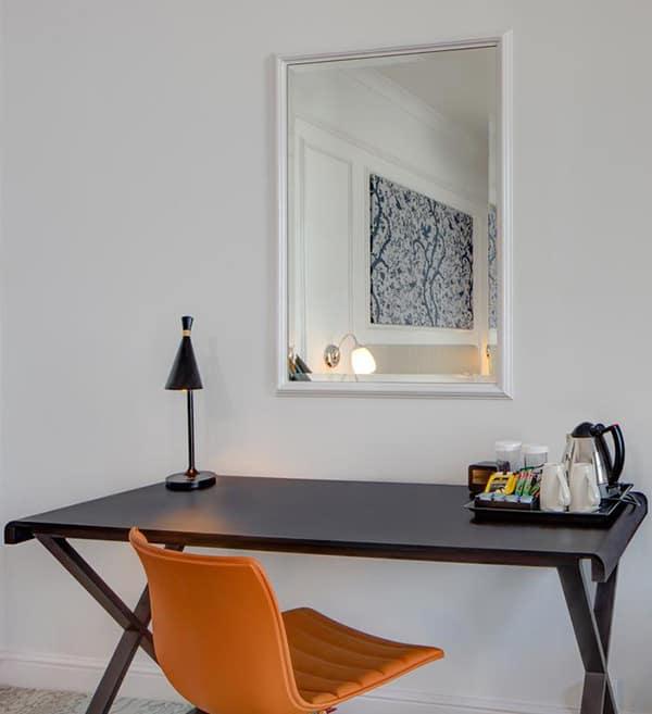 The Hilton Metropole Brighton Desk