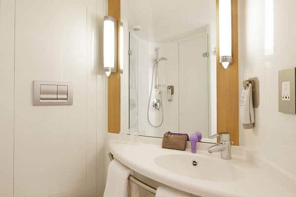 ibis Brighton City Centre - Station Hotel bathroom